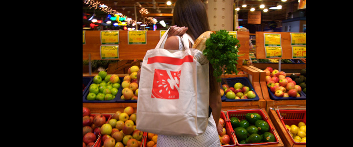 The tomato reusable grocery tote bag by SKN. Made from 100% certified organic cotton that is grown woven and sewn in the USA.